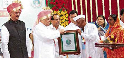 Recently, Babarao was felicitated by the Maharashtra govt. with the Krishi Bhushan (organic farming) award.
