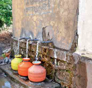 There is sufficient water available because of the tap water scheme in the village.